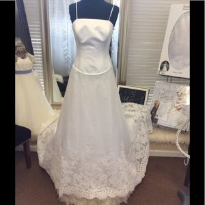Dresses & Skirts - White wedding Dress with long train